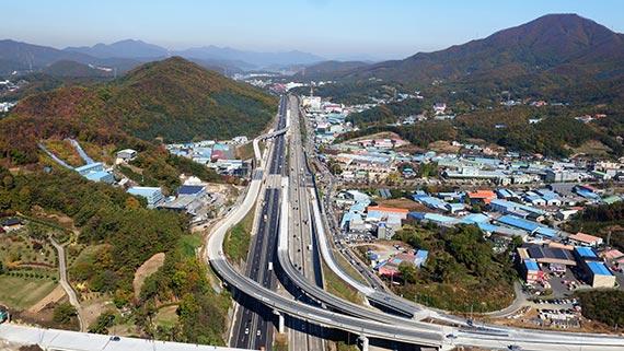 2018평창겨울올림픽이 열릴 강원도와 수도권을 연결하는 '제2영동고속도로'. [사진 제이영동고속도로]