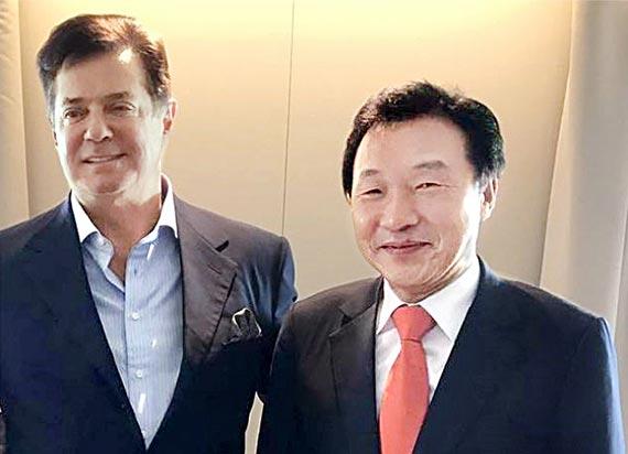 지난해 12월 31일 손학규 전 고문(오른쪽)을 만난 폴 매너포트 전 선대위원장. [손 전 고문 페이스북]