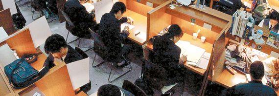 입시 전문가들은  대학수학능력시험 기출문제를 정확히 분석하면 출제 경향과 유형을 파악할 수 있다 고 입을 모은다. [중앙포토]