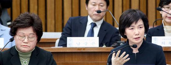 이화여대 김경숙 전 체대 학장(왼쪽)과 최경희 총장