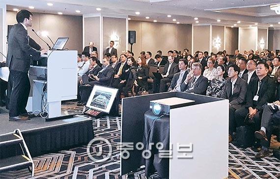 'JP모건 헬스케어 콘퍼런스'에 참석한 삼성바이오로직스 김태한 대표가 10일(현지 시간) 회사의 경쟁력과 미래 비전에 대해 발표하고 있다. [사진 손해용 기자]