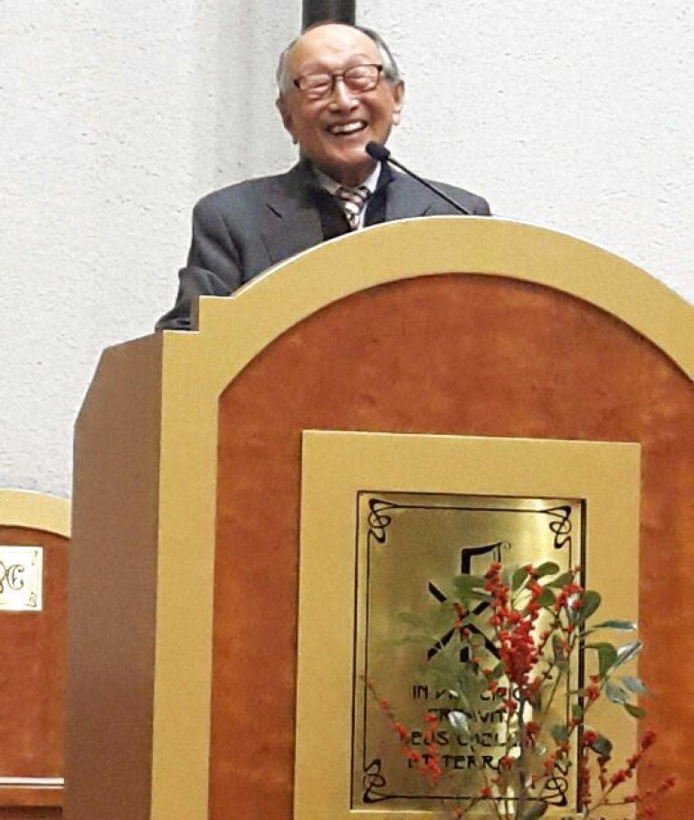 김형석은 나이 들수록 더 온유하고 겸손한 분이었다. 강연장에서 밝게 웃는 철학자 김형석.