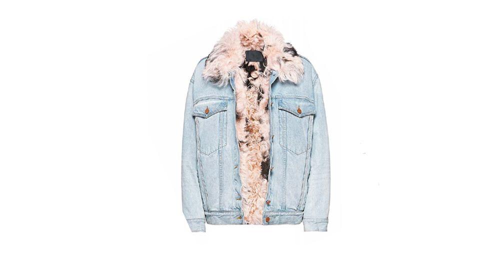 안쪽에 양털 시어링을 댄 보이프렌드 핏의 데님 재킷. 양털을 군데군데 검정으로 염색한 게 포인트. 알렉산더 왕. 419만원.