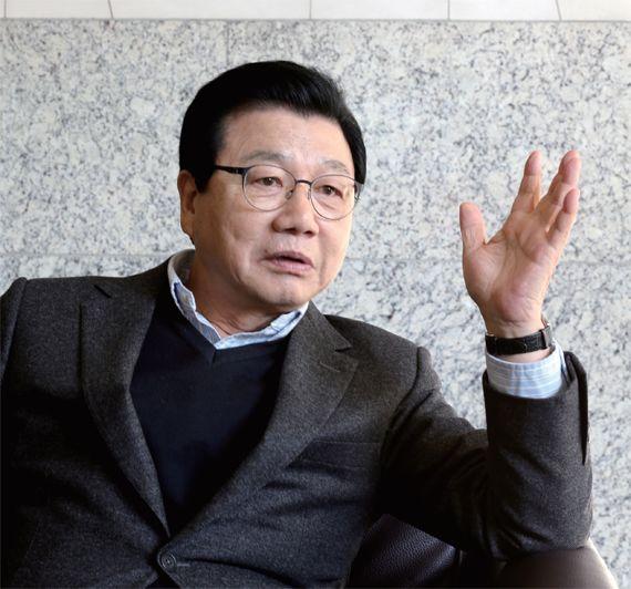 """김진선 전 평창동계올림픽 조직위원장은 """"평창올림픽을 성공적으로 치러내면 대한민국의 위대성을 세계가 다시 볼 것""""이라 말했다."""