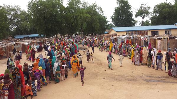 보르노주의 주도 마이두구리에서 70km떨어진 바마 지역의 난민들. [사진 Claire Magone·Hugues Robert 국경없는의사회]