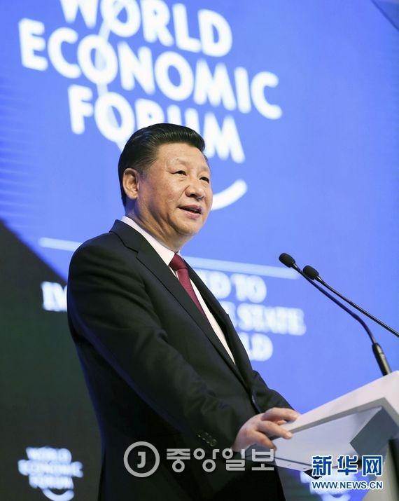 2017년 다보스 포럼에서 개막 연설 중인 중국 시진핑 국가주석 [사진=신화망]