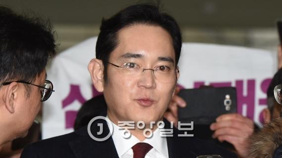 영장실질심사를 앞두고 있는 이재용 삼성 부회장. [중앙포토]