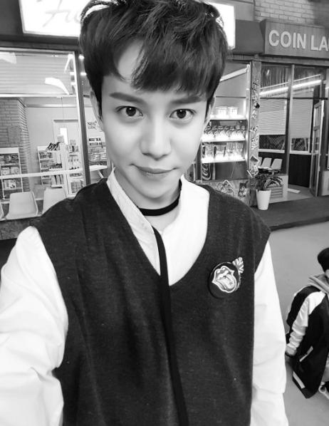 18일 그룹 블락비 멤버 박경이 첫 미니앨범 `노트북`을 공개했다. [사진 박경 인스타그램]