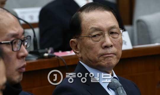 `문화계 블랙리스트` 작성에 관여한 혐의를 받고 있는 김기춘 전 청와대 비서실장. [중앙포토]