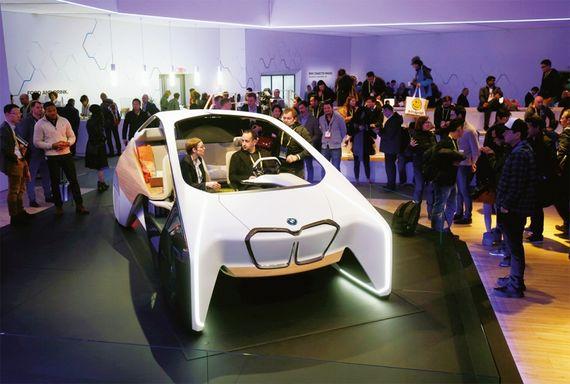 BMW와 인텔이 공동 개발 중인 미래형 자동차 '아이(i) 스마트카'는 완전 자율주행이 가능한 모델이다.