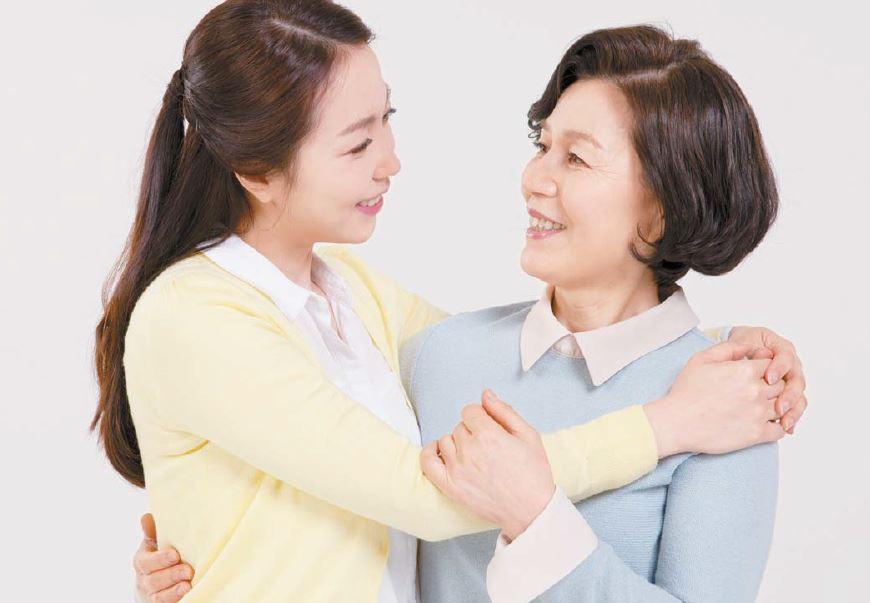 최근 홍삼이 갱년기 여성 건강에 도움을 줄 수 있는 기능성 원료로 공식 인정되면서 20~30대의 효도 선물로 인기를 끌고 있다.
