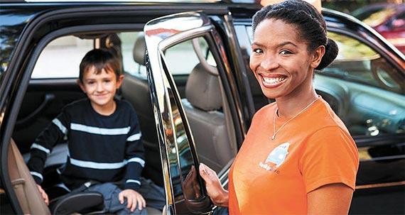 아동·청소년을 대상으로 하는 차량공유 서비스인 '홉스킵드라이브'. 보육 경험이 있는 검증된 운전자가 자녀의 통학·통원 등을 도와준다. [사진 홉스킵드라이브]