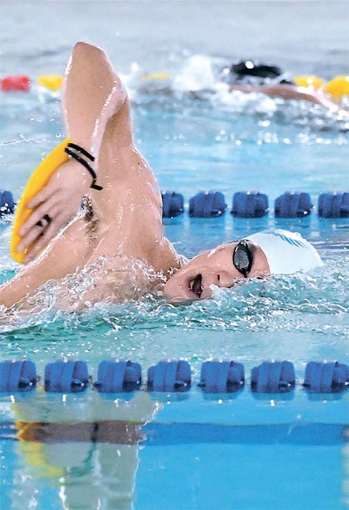 2017년 첫 훈련에 나선 박태환이 인천 문학박태환 수영장에서 물살을 가르고 있다. [인천=뉴시스]