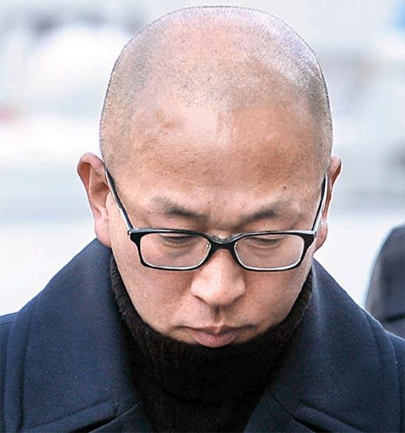 차은택 전 창조경제추진단장이 23일 박근혜 대통령 탄핵심판 사건 8차 변론 증인으로 출석했다. [뉴시스]