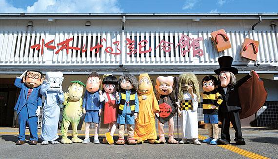 일본 돗토리현 사카이미나토의 '미즈키 시게루 로드'는 일명 요괴 거리로 불린다. 만화 『게게게의 기타로』의 등장 요괴들. [MIZUKI Productions]]