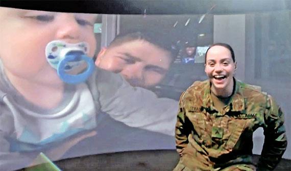 올해 수퍼보울에서 미국 전역에 방영된 현대차의 광고. 해외에 파병된 미군 병사들이 가상현실(VR)을 통해 가족들과 함께 수퍼보울을 관전한다는 내용을 다큐멘터리 형식으로 제작했다. [AP=뉴시스]