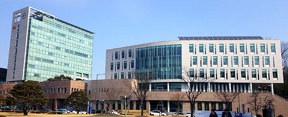 KAIST 캠퍼스의 정문술(왼쪽)·양분순 빌딩.