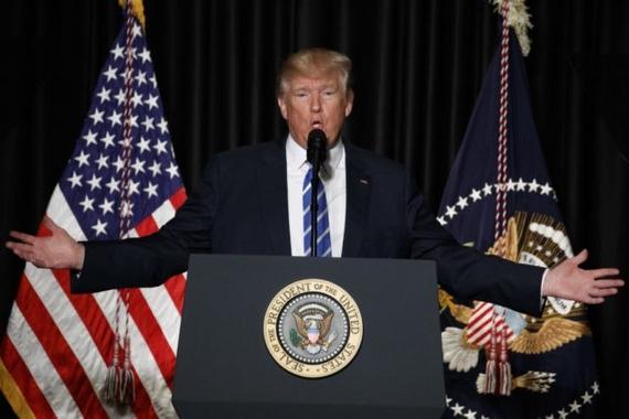 8일(현지시간) 미국보안관협회(NSA)에서 연설하고 있는 도널드 트럼프 미국 대통령. [워싱턴 AP=뉴시스]