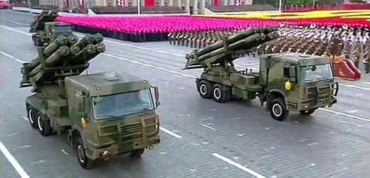 북한은 2016년 노동당 창건 70주년 열병식에서 300㎜ 방사포를 처음 공개했다. [사진 조선중앙TV ]