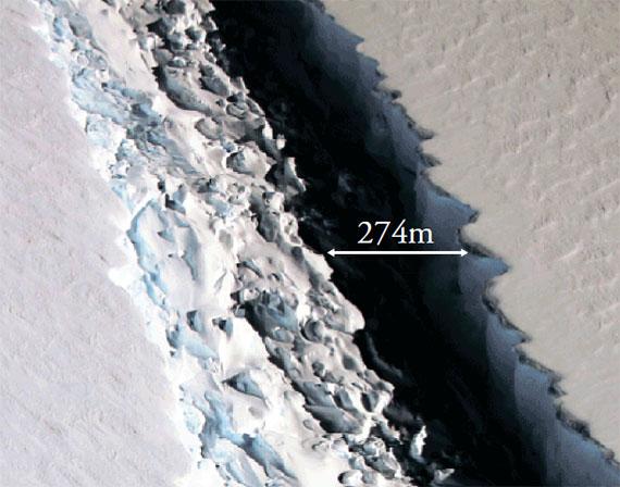 <b>남극 빙붕 중 넷째로 큰 라르센C 균열 모습</b> 지난해 11월 11일 촬영된 남극대륙 북서부 라르센 C 빙붕 균열의 항공사진. [미 항공우주국]