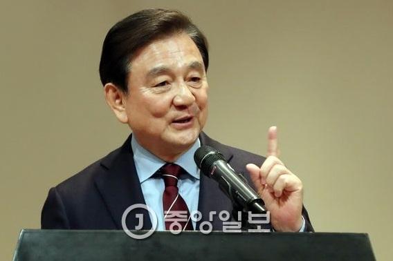 홍석현 중앙일보·JTBC 회장이 9일 오후 대명리조트 변산에서 원광학원 보직자를 대상으로 강연을 했다. 강정현 기자