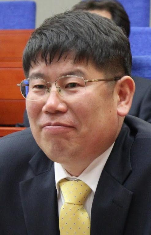 """김경진 국민의당 의원이 """"안철수보고 문재인을 대통령을 만들어내라고 생떼를 쓰는 것이나 다름이 없다""""고 15일 발언했다. [중앙포토]"""