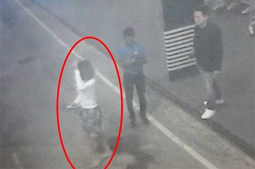 김정남 독살 용의자로 추정되는 여성이 쿠알라룸푸르 국제공항 CCTV에 포착됐다. 촬영된 시간은 2월 13일 오전 9시 26분이다. [TV화면 캡처]