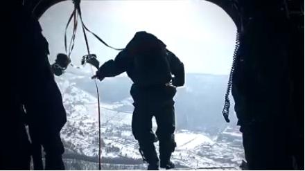 한·미 특전사들이 헬기 강하훈련을 하고 있다. [사진 육군 페이스북 캡처]