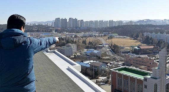 대전 시민들이 도시발전의 걸림돌이라며 이전을 요구하고 있는 유성구 대정동 대전교도소. [프리랜서 김성태]