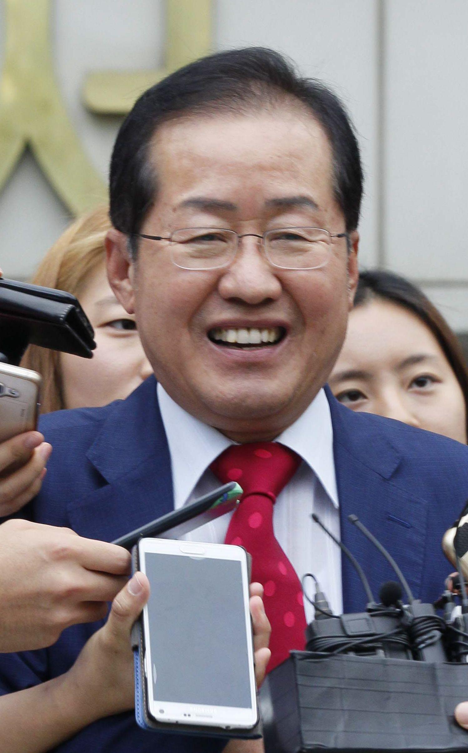 '성완종 리스트' 사건으로 재판에 넘겨진 홍준표 경남지사가 항소심에서 16일 무죄를 받았다. 신인섭 기자
