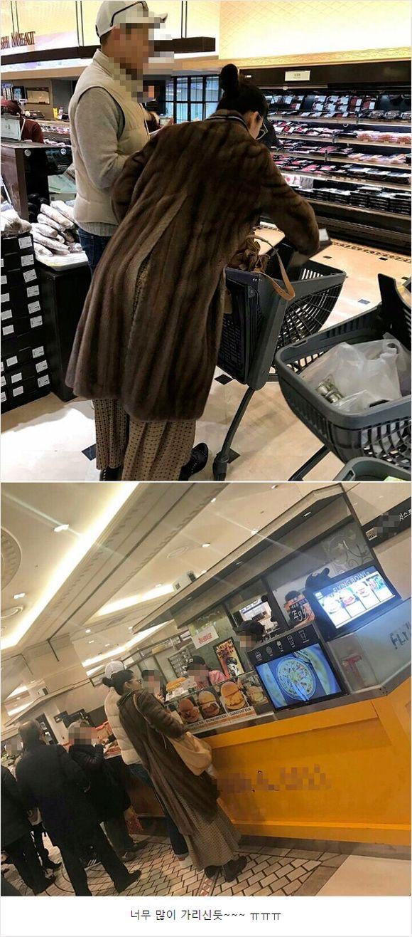 '백화점 마트에서 장 보는 전지현'이라는 제목으로 사진 2장이 14일 올라왔다. [사진 온라인 커뮤니티 캡처]