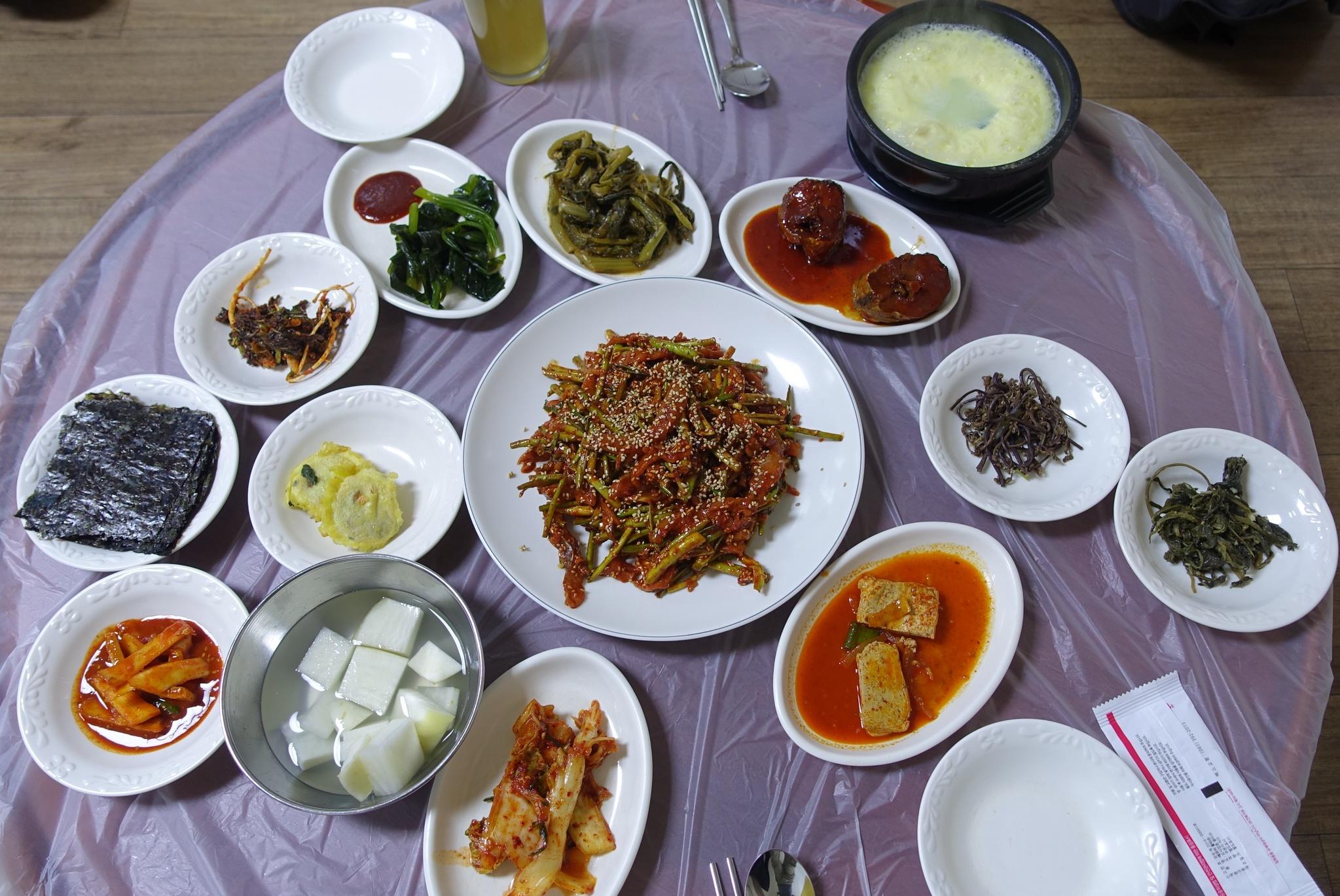 [이택희의 맛따라기] '맛의 방주' 오른 우어회, 찰떡 같은 홍어…50년 역사 부여 '삼오식당'