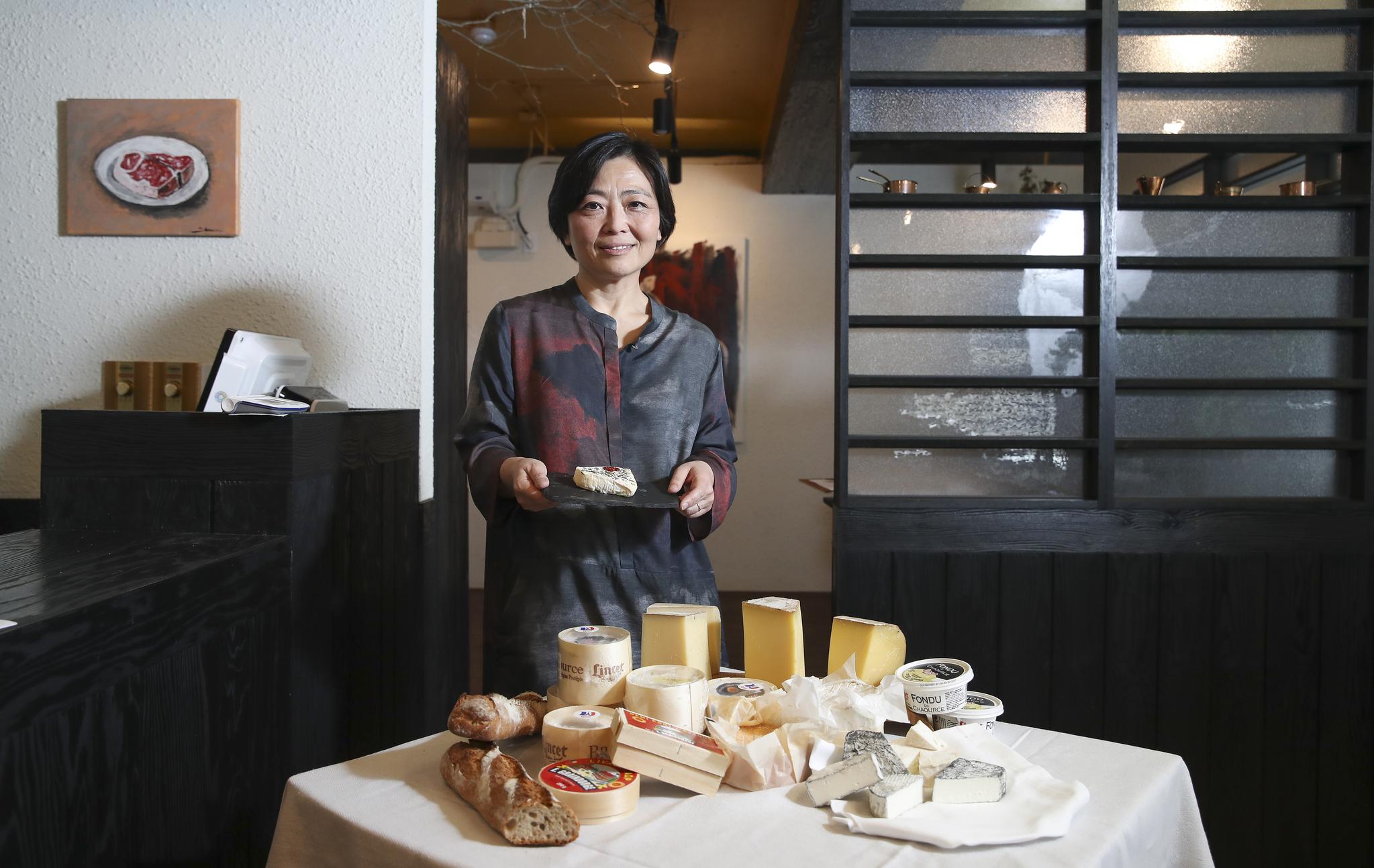 미국 최고의 치즈 장인인 소영 스칼란 '안단테 데어리'대표. 제대로 된 수제 치즈를 한국에 소개하고 치즈 맛에 대한 알맞은 한국어 표현을 찾기 위해 2월 13일 서울 강남구 신사동 '스파크' 레스토랑에서 셰프들과 이야기하는 행사를 열었다. 임현동 기자