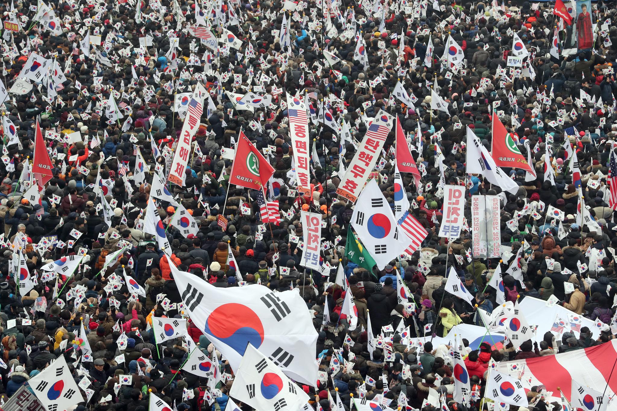 탄핵반대 태극기 집회가 지난 4일 오후 서울광장 주변에서 열렸다. 중앙DB