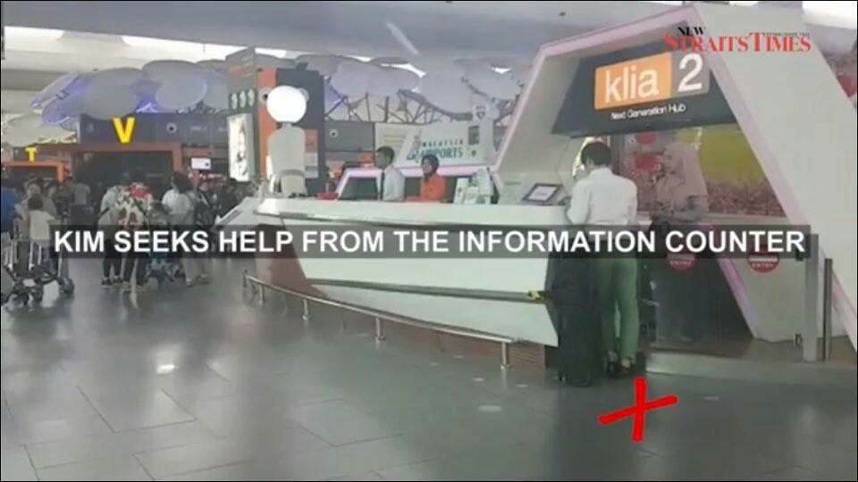 쿠알라룸푸르 국제공항 제2청사 도착 직후 인포메이션 센터에서 질문하는 모습이 현지 매체 영상에 실렸다. KIM(김정남)의 암살 상황을 재구성한 장면인데 공교롭게도 내 성 역시 김씨다. 김준영 기자