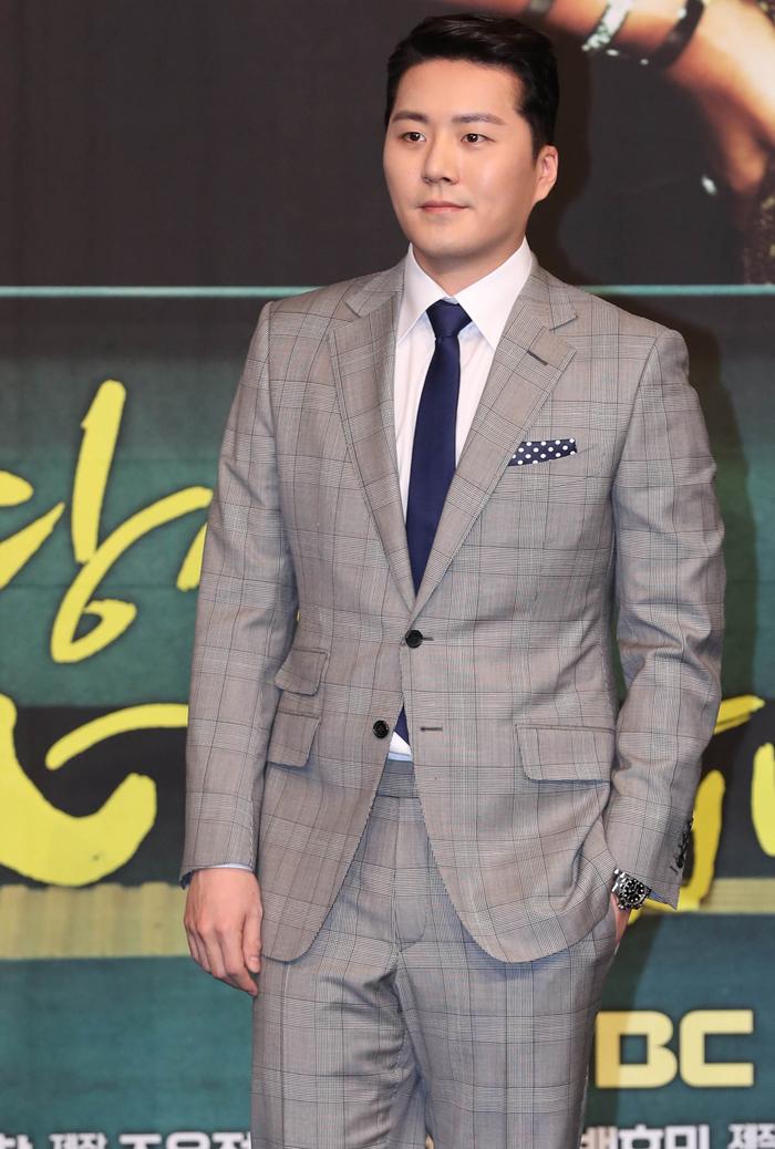 배우 윤아정과 조성현이 28일 오후 서울 마포구 상암MBC에서 열린 주말 드라마 '당신은 너무합니다' 제작발표회에 참석하고 있다.