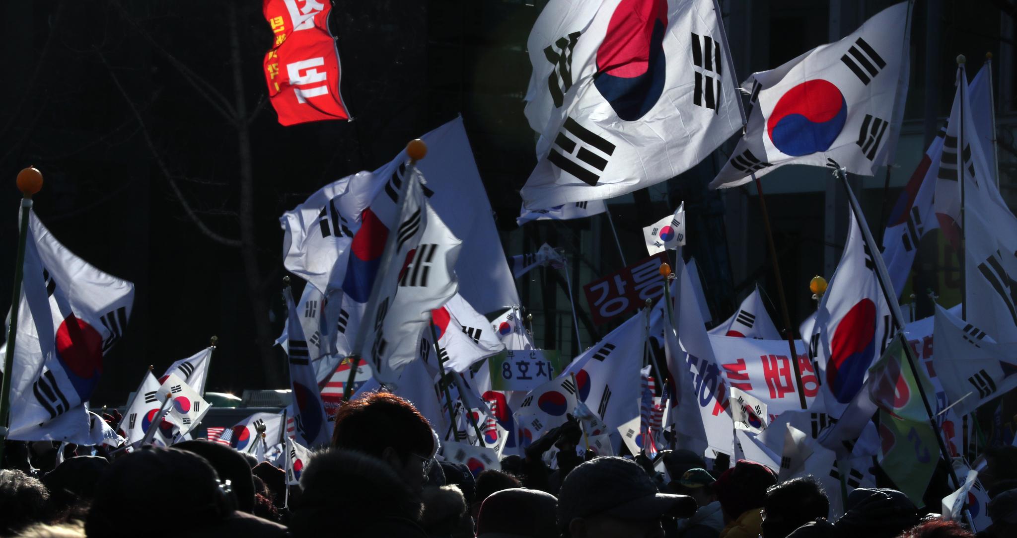 """박근혜 대통령은 """"여러분들께서 보내주신 '백만 통의 러브레터'를 잘 받았으며 잘 읽었다. 진심으로 고맙고, 감사드린다""""는 내용의 답신을 보냈다. [중앙포토]"""