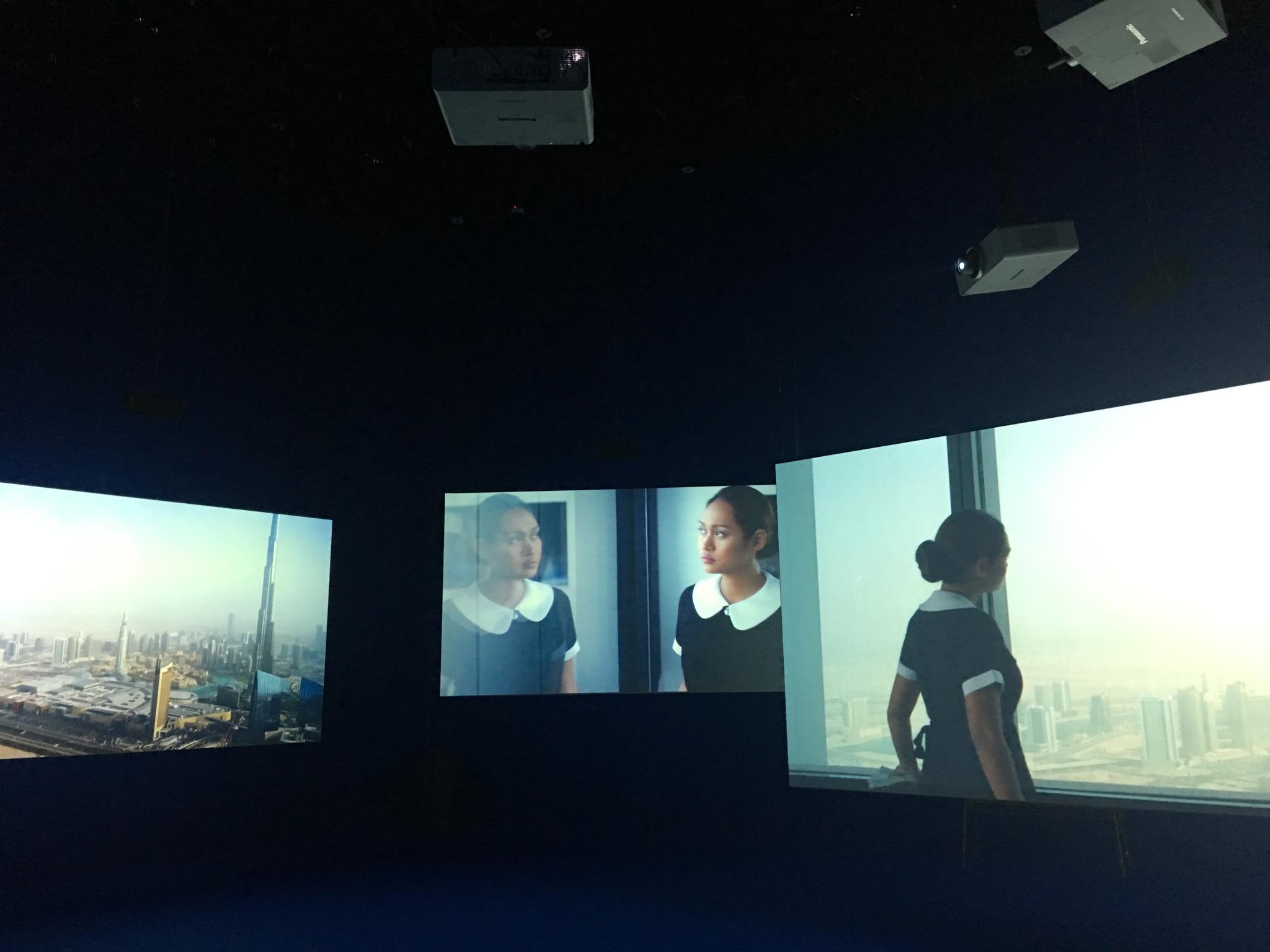 영국 출신 미술가 아이작 줄리언의 '플레이타임' 이 설치된 전시장 풍경. 서울 논현동 플랫폼-엘 컨템포러리 아트센터에서 그의 개인전이 열리고 있다. [사진 이후남 기자]