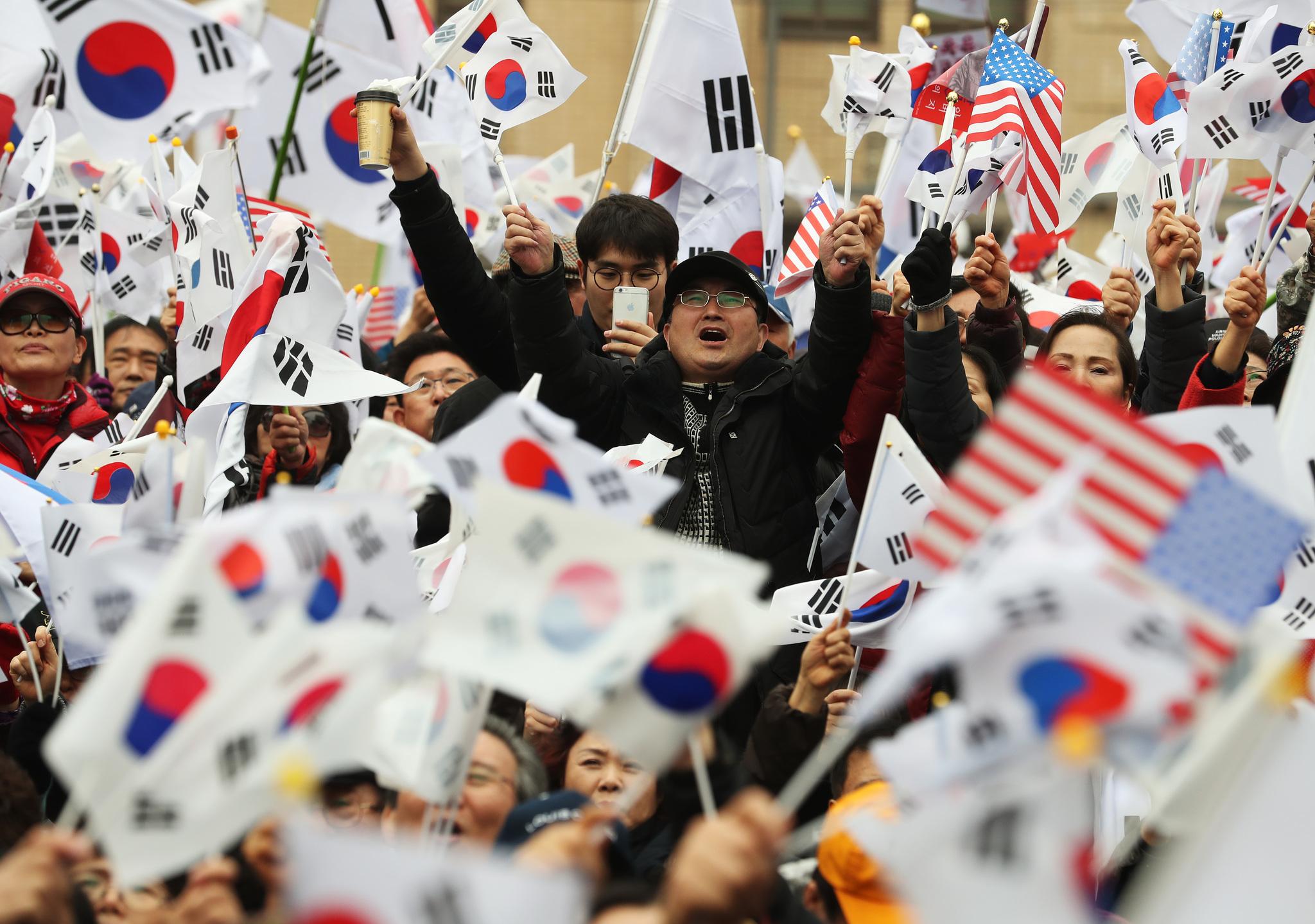 1일 오후 서울 세종로사거리에서 '대통령탄핵기각을 위한 국민총궐기운동본부'주최로 탄핵 기각을 위한 '태극기집회'가 열렸다. [사진 중앙포토]
