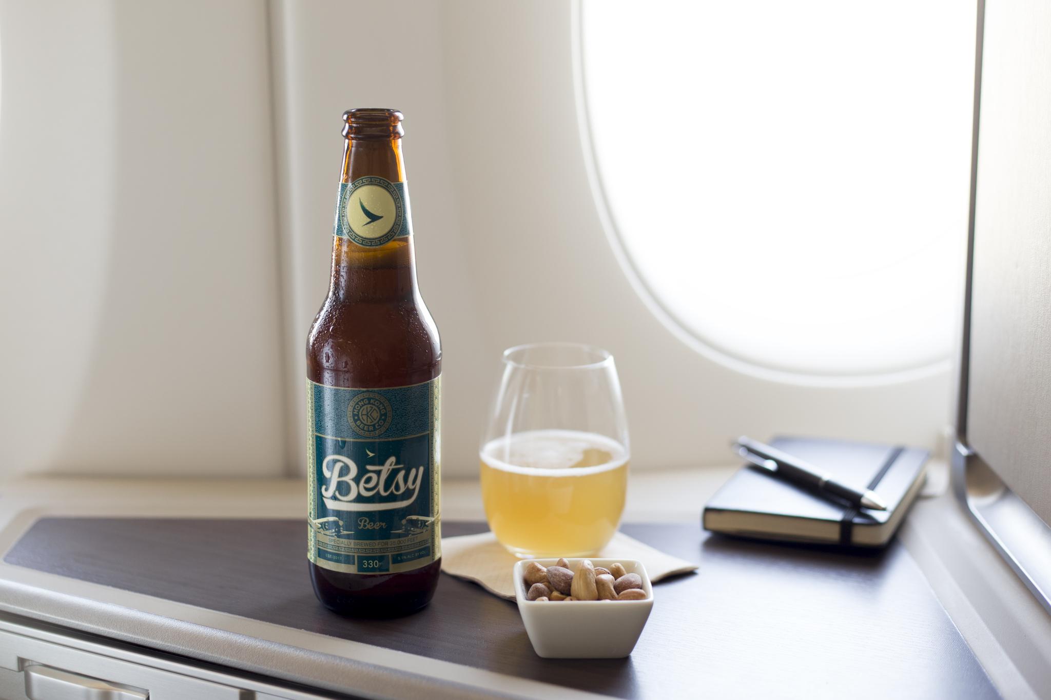 캐세이 퍼시픽이 제공하는 비행기 전용 맥주 베시 비어.