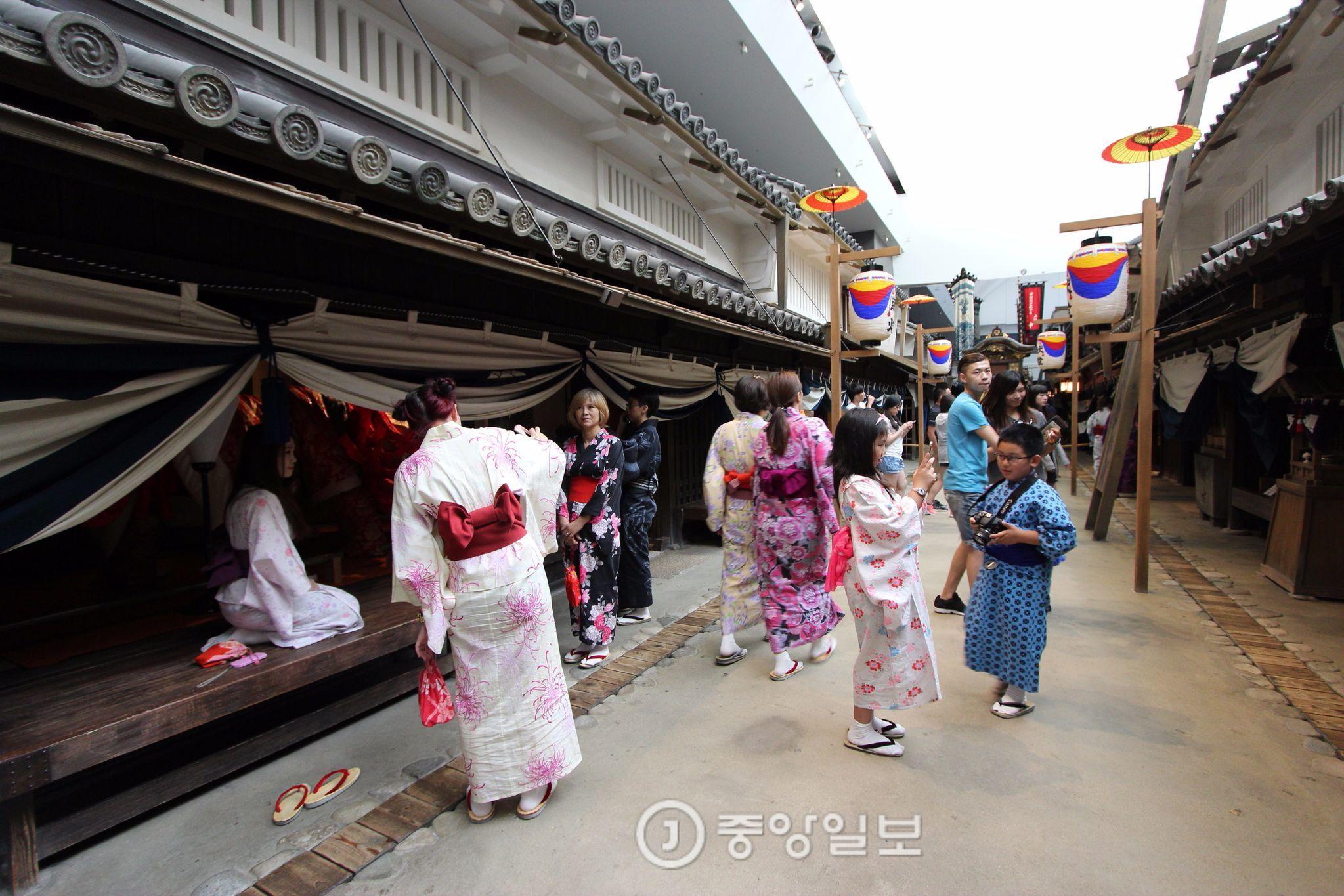 오사카 여행 중인 관광객들. (기사와 직접적 관련 없음)