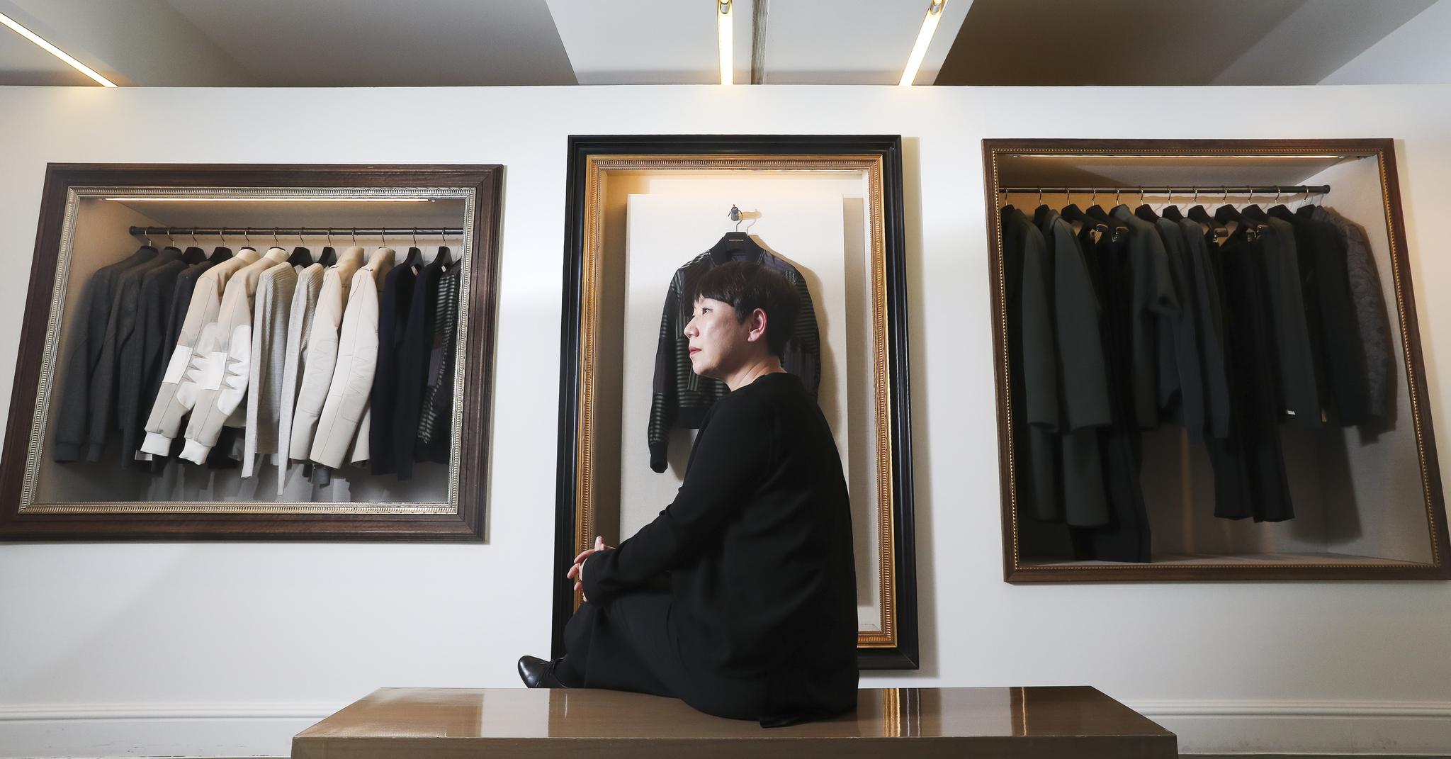 패션 디자이너 우영미를 서울 강남구 'WOOYOUNGMI' 플래그십 스토어 맨메이드에서 만났다.
