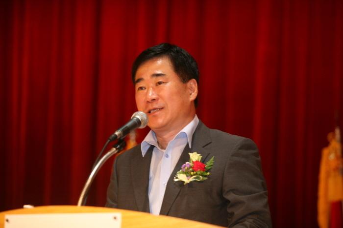 정경진 전 부산시 행정부시장이 5일 문재인 더불어민주당 전 대표의 대선 캠프에 합류했다.