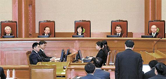 지난달 27일 서울 종로구 재동 헌법재판소에서 박근혜 대통령 탄핵심판 최종변론이 진행되고 있다. [중앙포토]