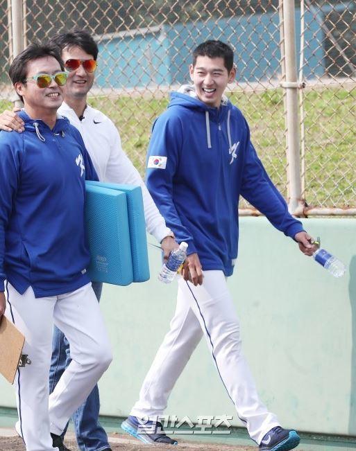 WBC 대표팀을 찾은 박찬호 JTBC 야구 해설위원