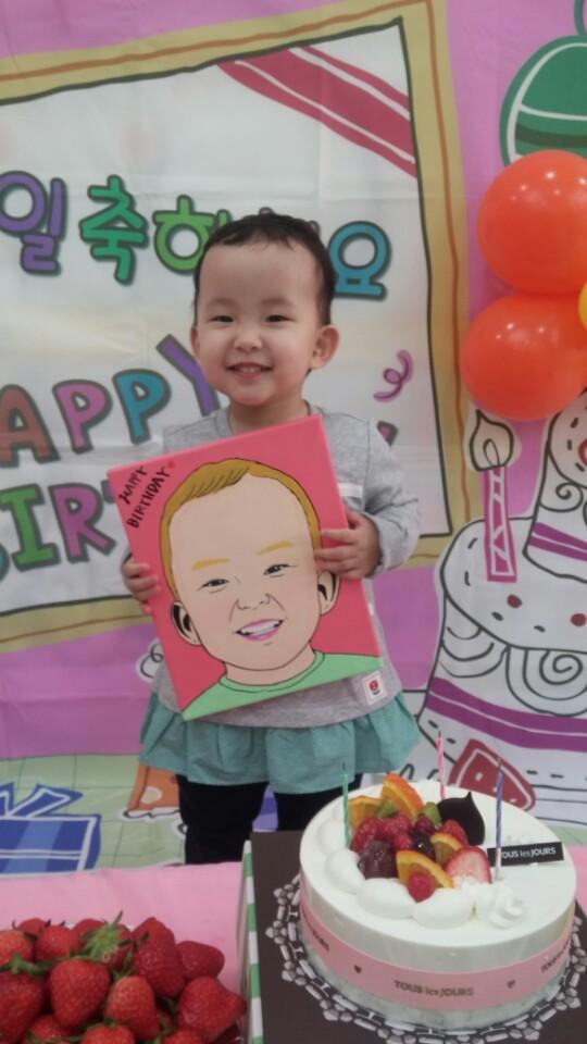 최윤정 경장이 페이스북을 통해 신청을 받아 그려준 아이의 초상화.