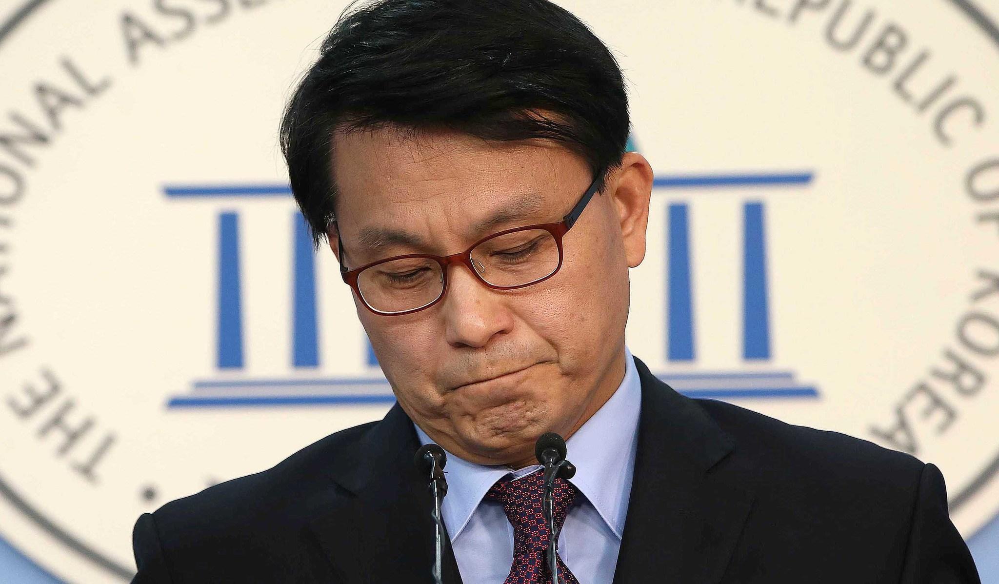 """윤상현 의원은 """"박 대통령과 가까운 사람, 지인이라는 그 사람의 일가가 그렇게 독이 될 줄은 박 대통령도 차마 몰랐을 것""""이라며 국정 농단 사태의 책임을 최순실에게 돌렸다.오종택 기자"""