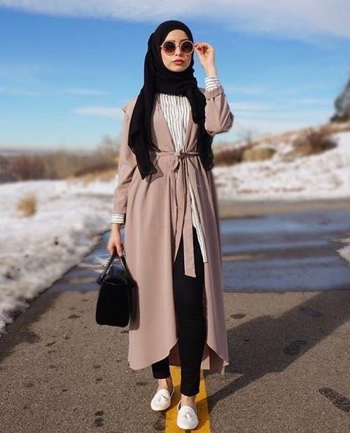 #시크하게. 히잡패션. 비싼 명품을 걸치지 않아도 개성표현을 할 수 있다는 '히잡 시크족'이 SNS 등을 통해 패션 시장의 유행을 이끌고 있다. 패션 분야에서 쓰는 말인 '시크'는 'chic'로 '우아한, 고상한, 세련됐다'를 뜻한다