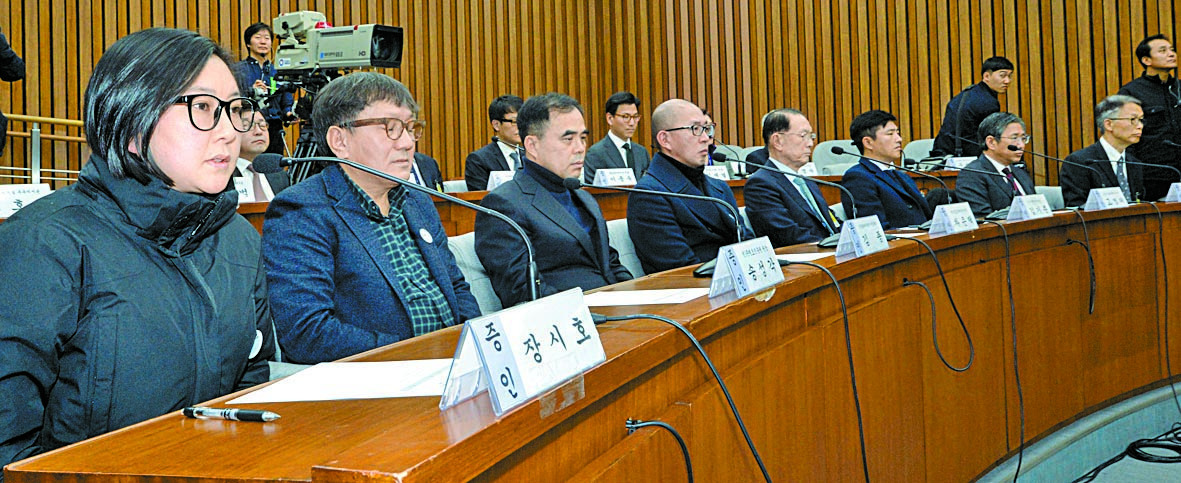 ▶2016년 12월7일 2차 청문회에는 김기춘 전 대통령 비서실장도 출석.장시호는 지각 출석.'공항장애'라는 최순실은 나오지 않았다