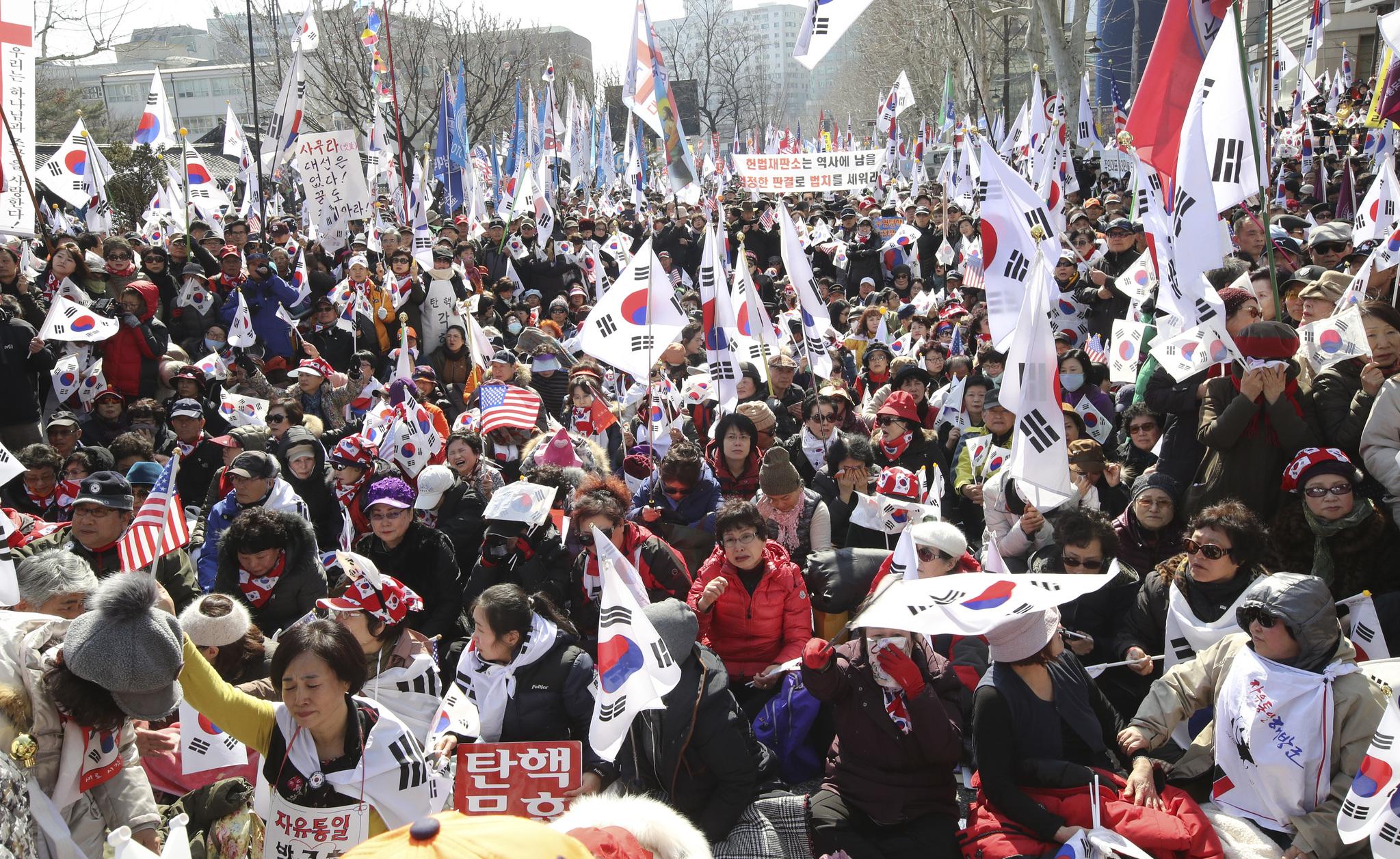 탄핵 반대 집회 참여자들. [사진 임현동 기자]